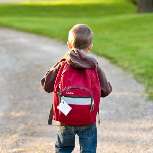 Enfermera escolar, enfermería escolar, servicio de salud escolar, educación para la salud, asesoría en salud, enfermera en el colegio, Seres Salud, cómo llevar la mochila escolar correctamente, peso de una mochila, peso recomendado mochila escolar, peso de las mochilas, cuánto peso llevar en la mochila, cargar mochila.